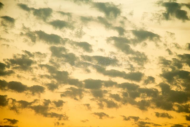 与云彩的五颜六色的天空 库存图片
