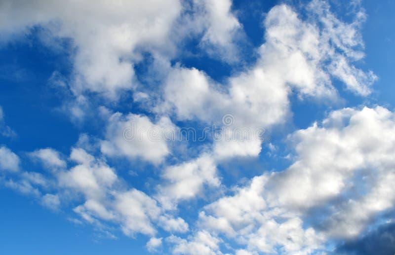 与云彩的美妙的天空 免版税库存图片