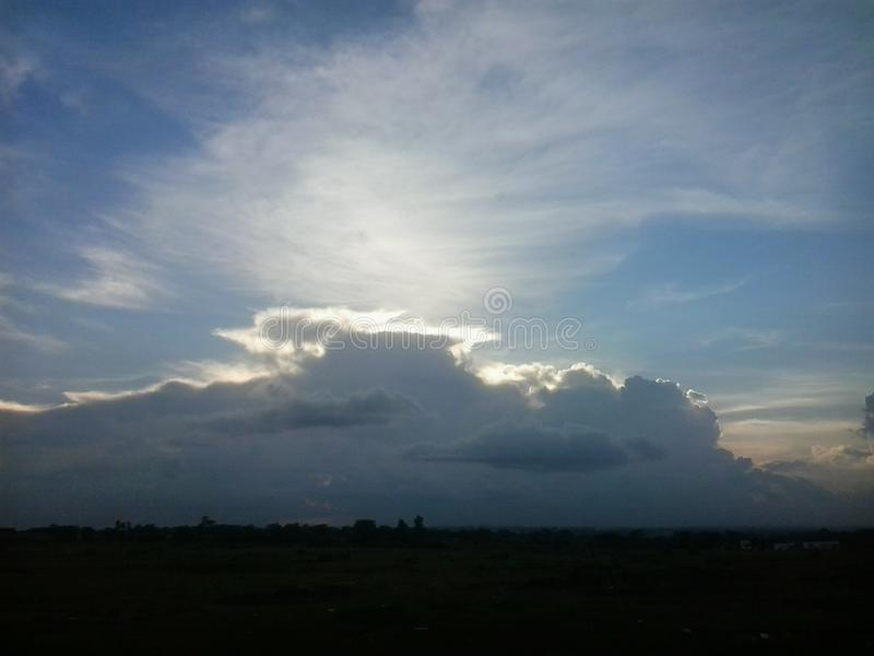 与云彩的黎明 库存照片