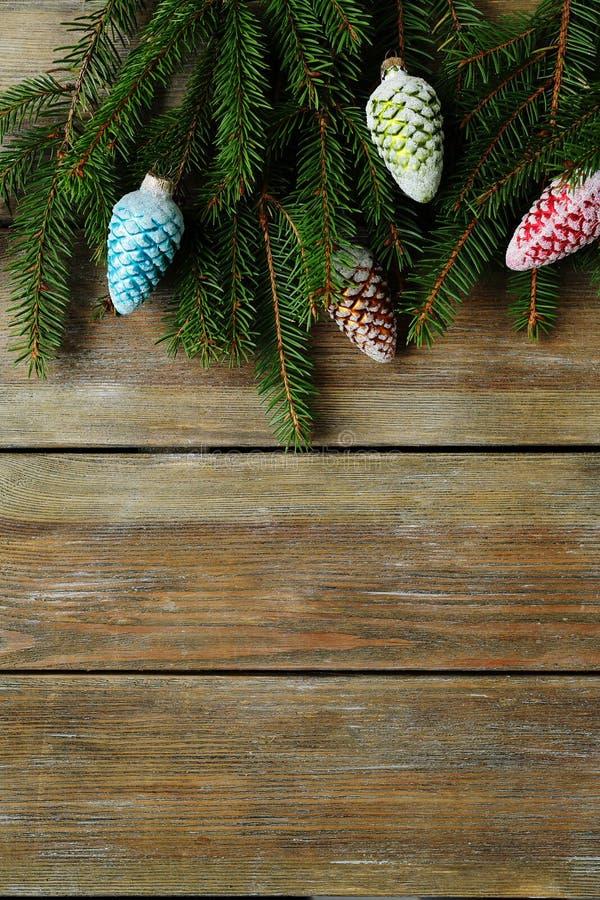 Download 与云杉和锥体的木xmas背景 库存照片. 图片 包括有 12月, 冷杉, 快活, 礼品, 钞票, 顶层, 背包 - 62539214