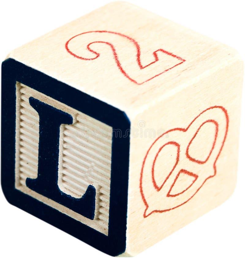 与五颜六色的信件的木玩具立方体 库存图片