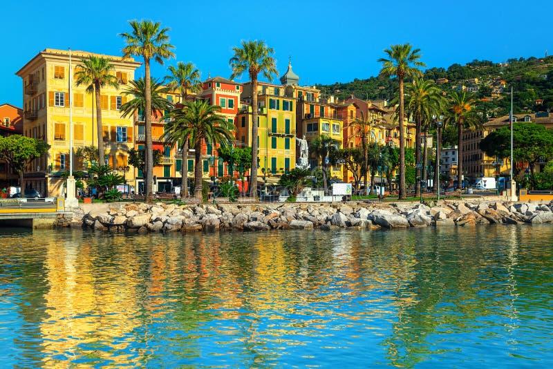与五颜六色的大厦的圣马尔盖里塔利古雷都市风景,利古里亚,意大利 库存图片