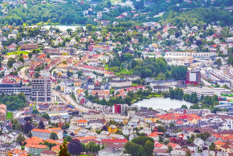 与五颜六色的房子的卑尔根,挪威鸟瞰图 免版税库存图片