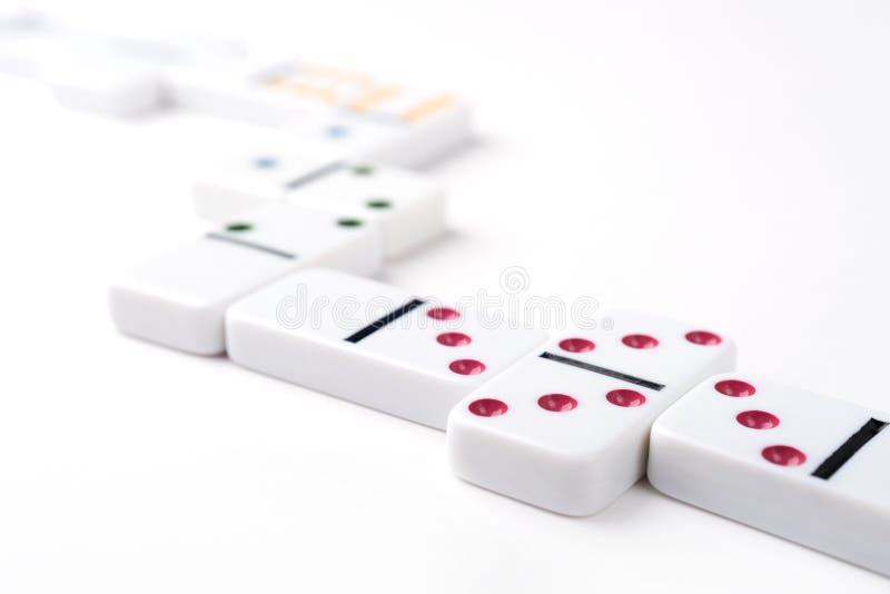 与五颜六色的点的白色多米诺片断 库存照片