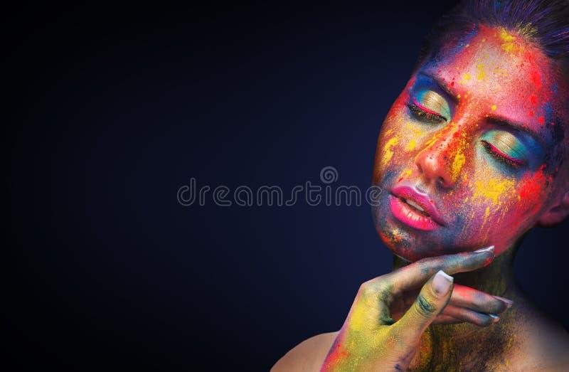 与五颜六色的粉末的秀丽模型组成 图库摄影