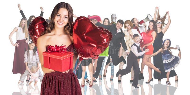 Download 与人人群的少妇前景 库存照片. 图片 包括有 概念, 礼品, 前景, 礼服, 人们, 混杂, 想法, 快乐 - 62525390