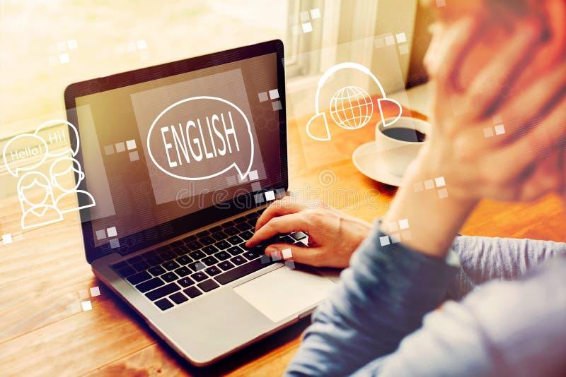 与使用膝上型计算机的人的英语 免版税库存照片