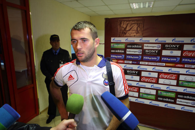 与俄国向前橄榄球队亚历山大Kerzhakov的采访 图库摄影
