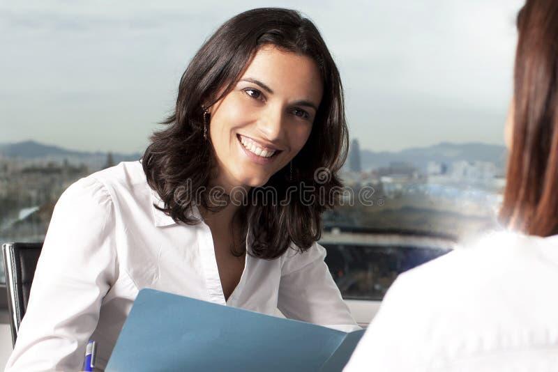 与保险代理公司的咨询 免版税库存图片