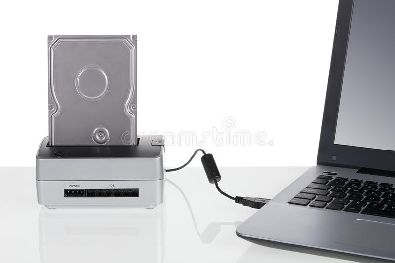 与停放站的硬盘驱动器连接了到便携式计算机 库存图片