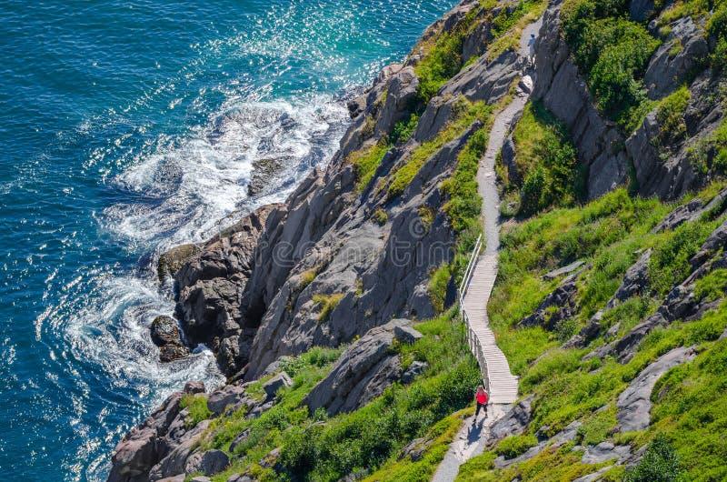 与停留在形状的远足者的Cabot足迹,走在圣约翰& x27; s,纽芬兰 库存照片