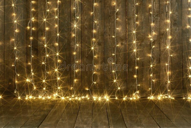 与光、墙壁和地板,抽象假日背景,文本的拷贝空间的黑暗的木背景 免版税库存照片