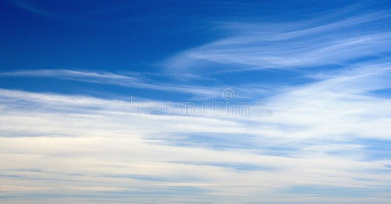 与光滑的云彩的壮观的cloudscape 库存照片