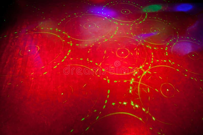 与光的另外颜色的红色背景 免版税库存照片