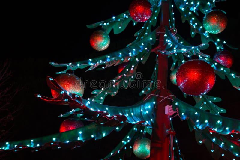 与光的圣诞树 免版税库存照片