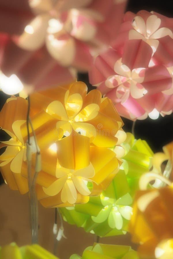 与光的拉丁文的五颜六色的球 免版税库存照片