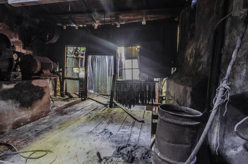 与光的瀑布在工厂 库存图片