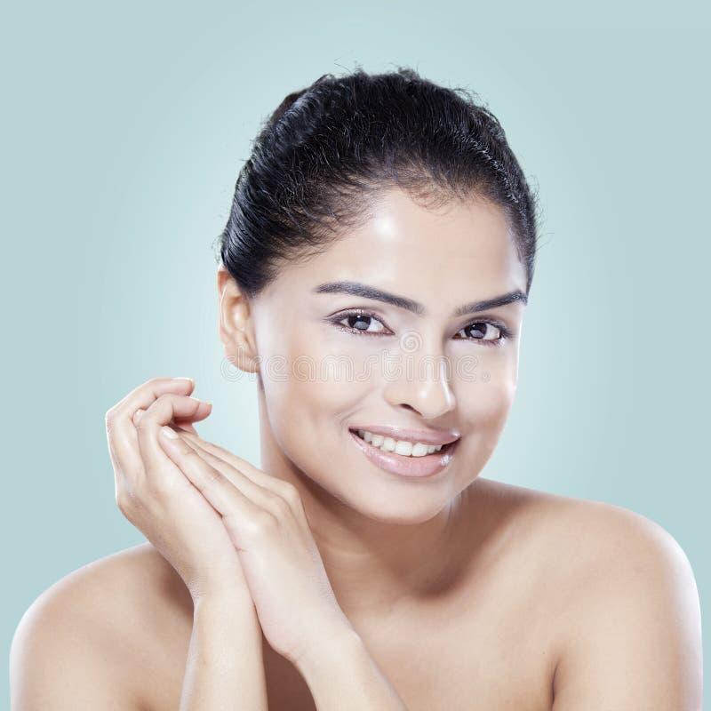 与光滑的皮肤的模型在温泉治疗以后 库存图片