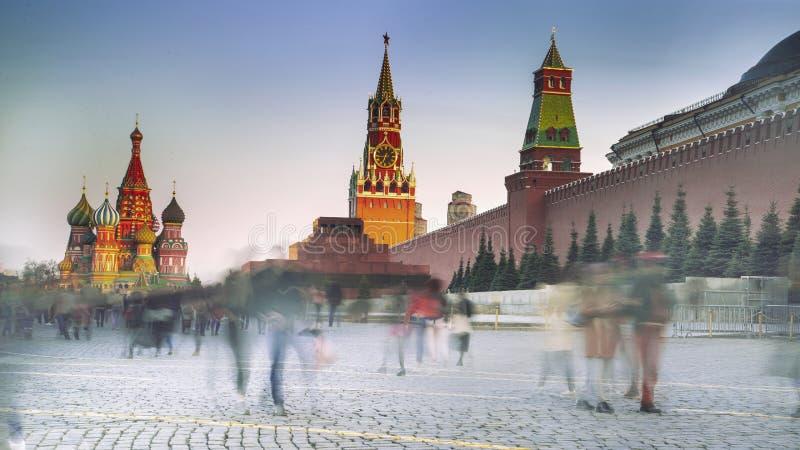 与克里姆林宫和圣蓬蒿大教堂,莫斯科,俄罗斯的红场 免版税库存照片