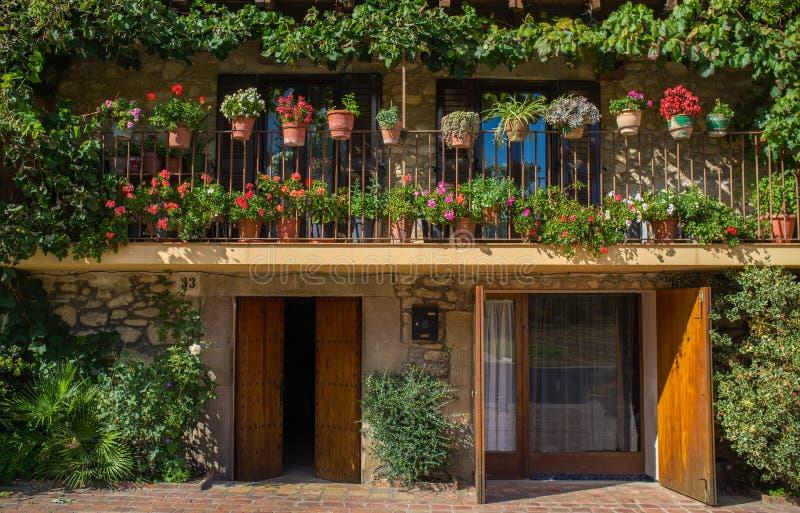 有花的阳台 免版税图库摄影