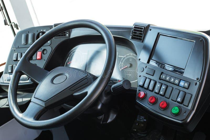 与公共汽车的航海的仪表板 现代自动控制平底锅 库存照片