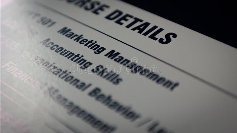 与关键技能的纸在事务、管理和行销 图库摄影