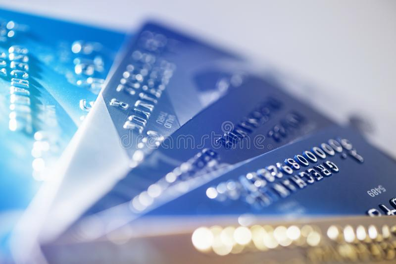 与关闭的信用卡支付在白色背景隔绝的射击,选择聚焦 免版税库存照片