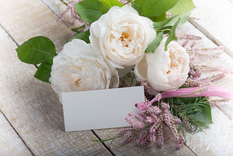 与典雅的花的您的文本的明信片和空标识符 库存图片