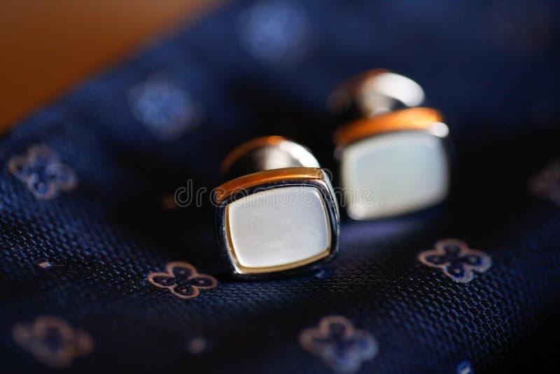 与典雅的链扣的特写镜头 图库摄影
