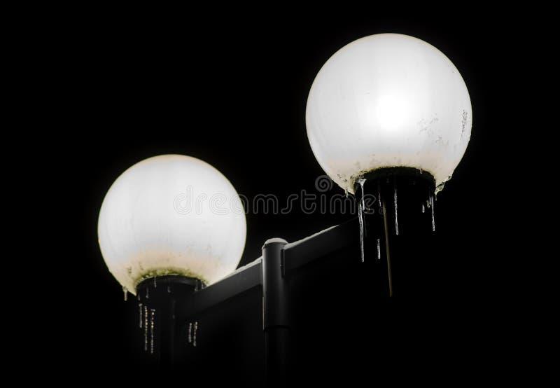 与冰柱的街灯 免版税图库摄影