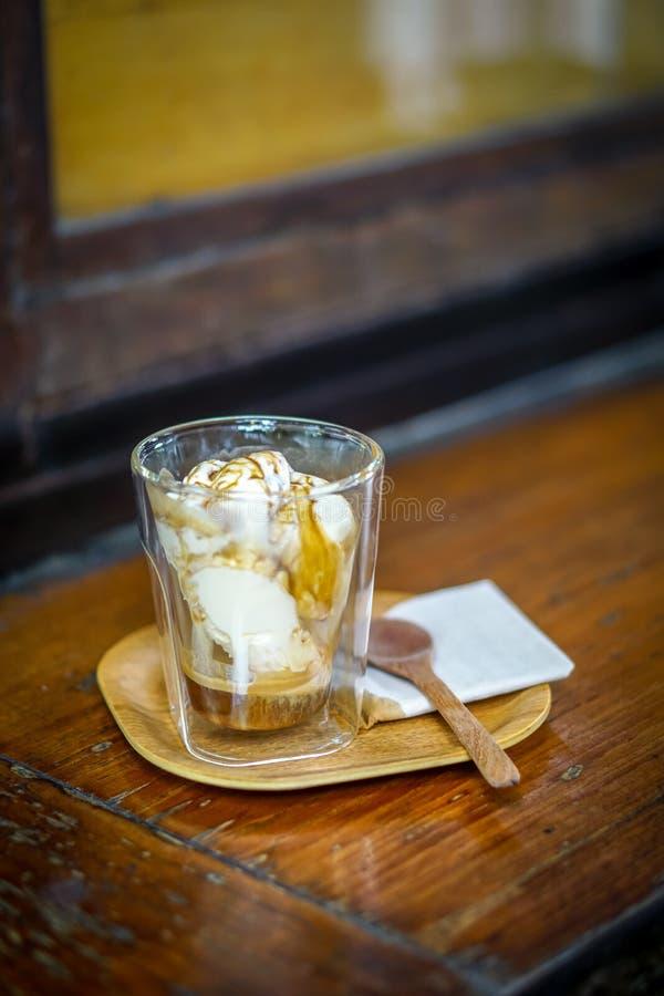 与冰淇凌和咖啡的自创Affogato 免版税库存图片