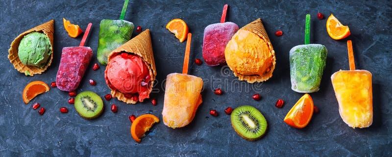 与冰淇凌圣代冰淇淋的分类的横幅 免版税图库摄影