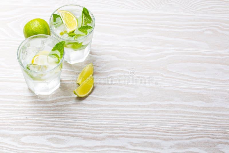 与冰的夏天饮料 免版税库存照片