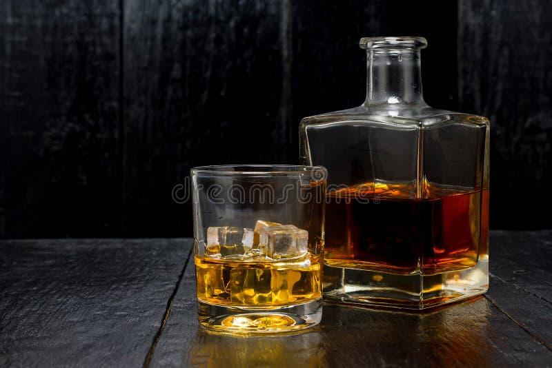 与冰的威士忌酒 免版税库存图片