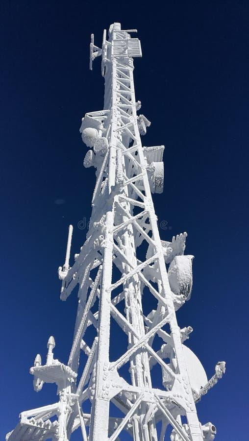 与冰的无线电帆柱 图库摄影