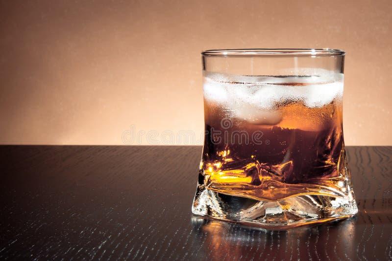 与冰的饮料与文本的空间 库存照片