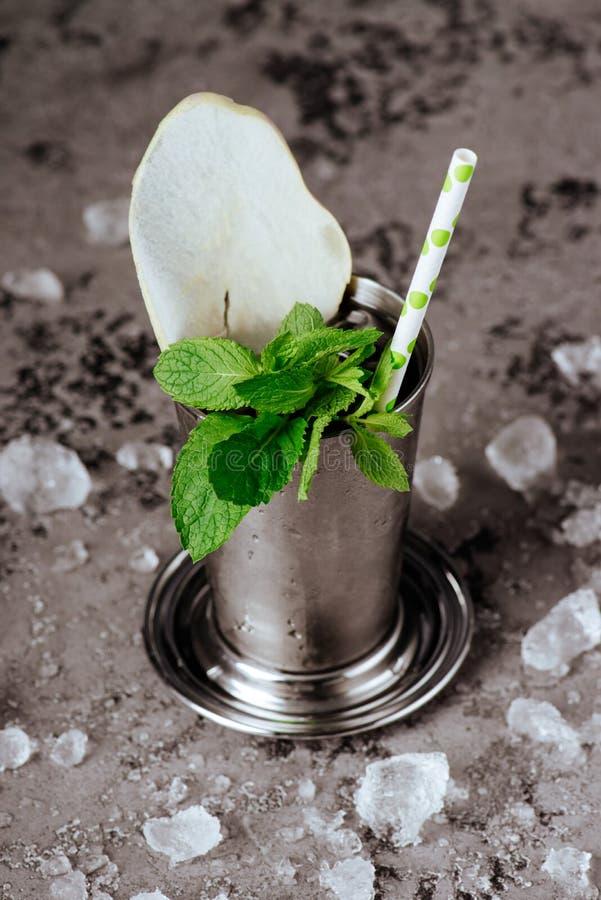 与冰的鸡尾酒薄荷朱利酒 免版税库存图片
