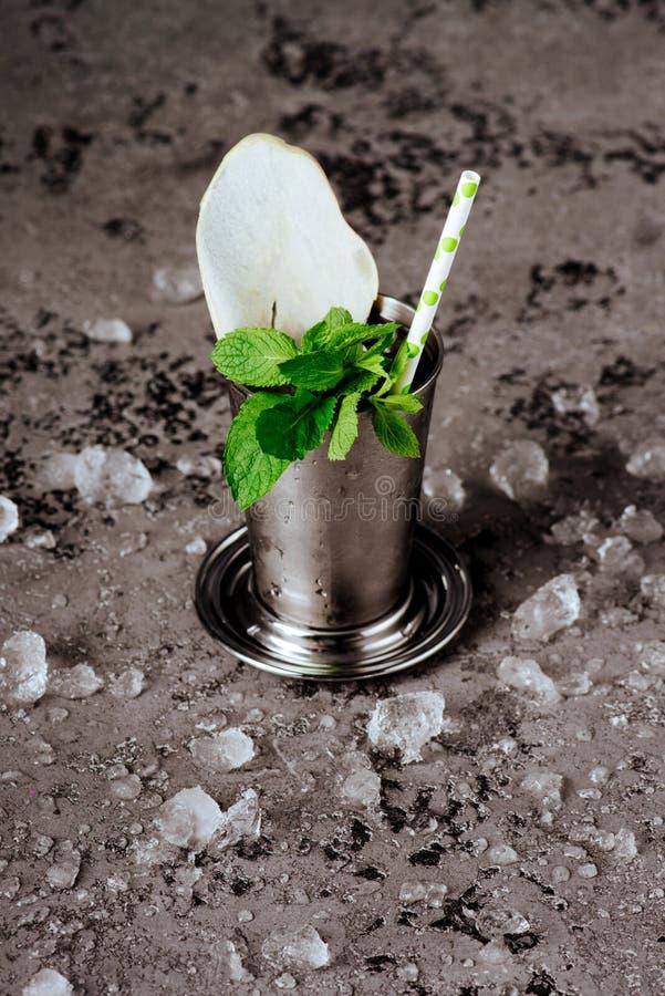 与冰的鸡尾酒薄荷朱利酒 库存照片