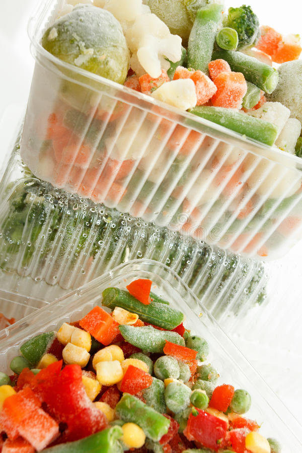 Download 与冰的冻菜 库存图片. 图片 包括有 红萝卜, 冻结, 包裹, 原始, 混合, 背包, 玉米, 纸盒, 自然 - 59101685