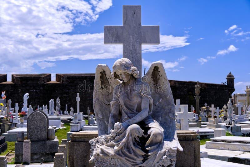 与凋枯的翼的公墓天使 库存照片