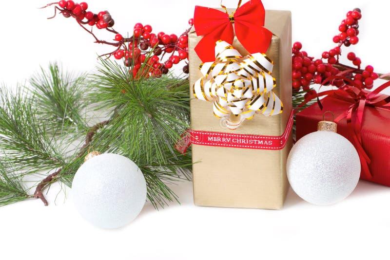 与分支冷杉木的圣诞节礼物 库存照片