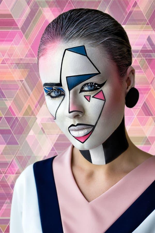 与创造性的图表面孔艺术的美好的女孩模型 免版税库存图片