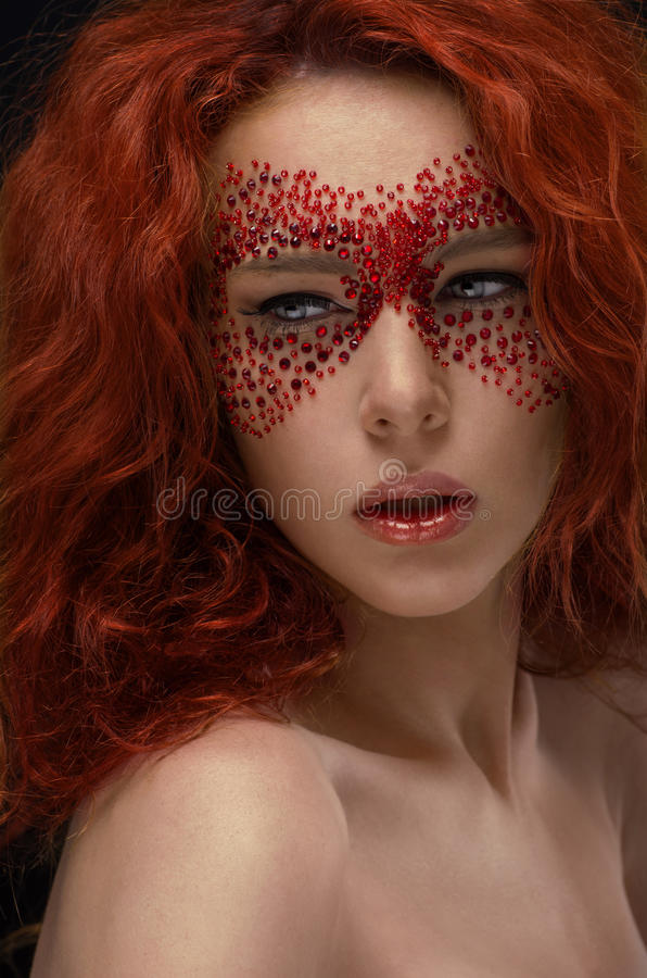 与创造性的构成的红头发人秀丽 免版税图库摄影