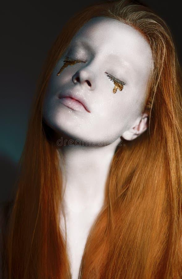 与创造性的银-被镀青铜的构成的梦想的妇女的面孔。艺术Nouveau 库存图片