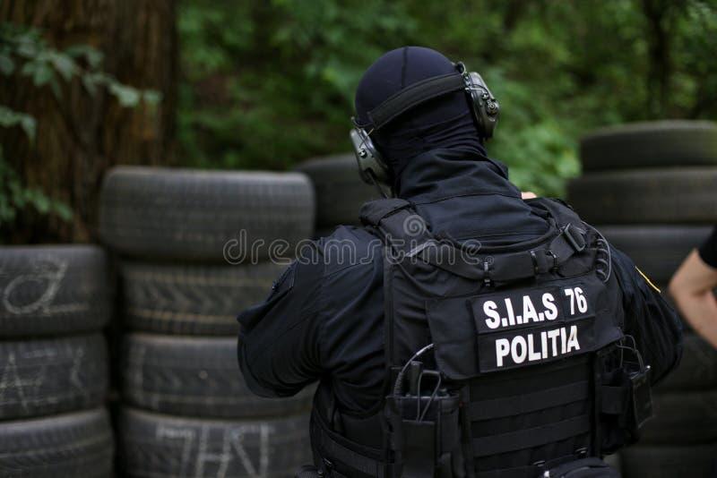 与制服的细节和罗马尼亚夏斯的安全成套工具罗马尼亚警察的特别行动的,等值服务  免版税库存照片