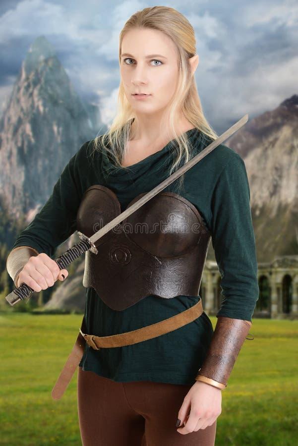 与剑的女性木矮子 免版税库存照片