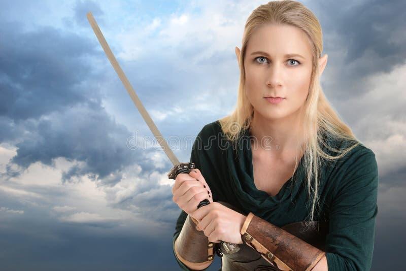 与剑的画象女性矮子 库存照片