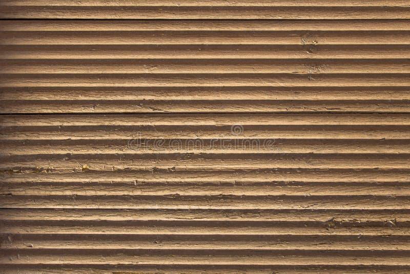 与剥油漆和水平线的老灰色棕色米黄波浪木表面与阴影 o 图库摄影
