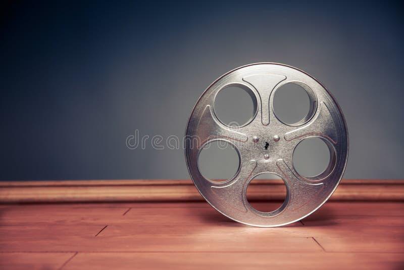 与剧烈的照明设备,电影卷轴的电影摄制场面 免版税库存图片