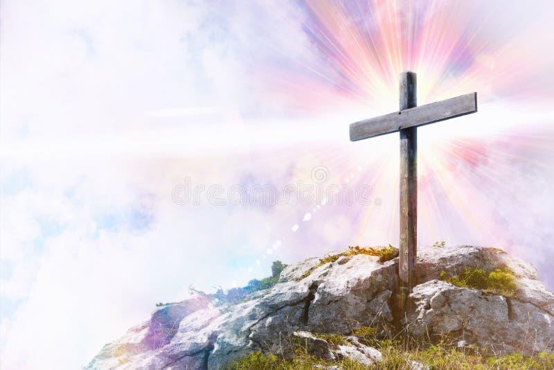与十字架的宗教表示法在小山顶部 皇族释放例证